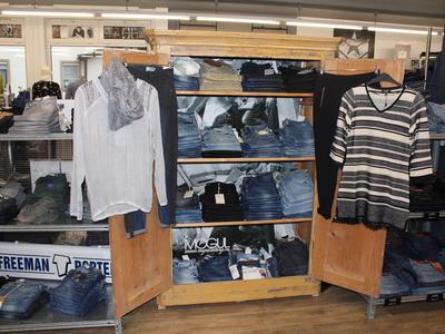 Innenansicht Jeans & Basics